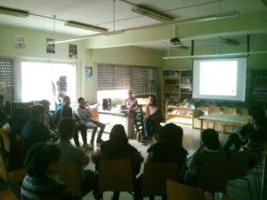 Mercedes Garcia Laso, psicólogo Logroño, impartiendo charla en IES Santo Domingo, La Rioja